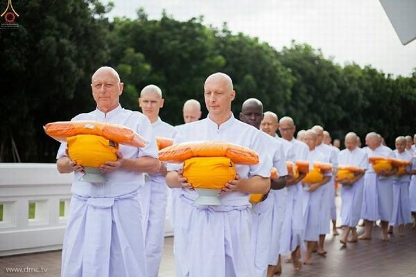 Mùa Chay tại Phật Giáo Thái Lan 2015