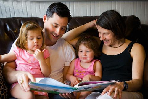 Bố mẹ nên đọc sách cho con nghe mỗi ngày