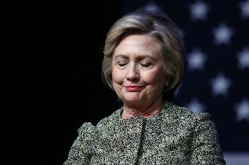 Bà Hillary Clinton  Hoa Kỳ thực tập Thiền định